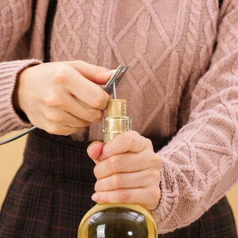 初心者でも失敗なし。ワインオープナーがないときの裏ワザ