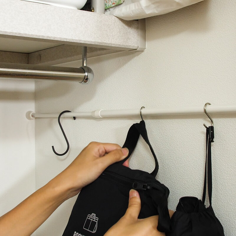 突っ張り棒の活用アイデア3選!デッドスペースを使って収納を増やす方法