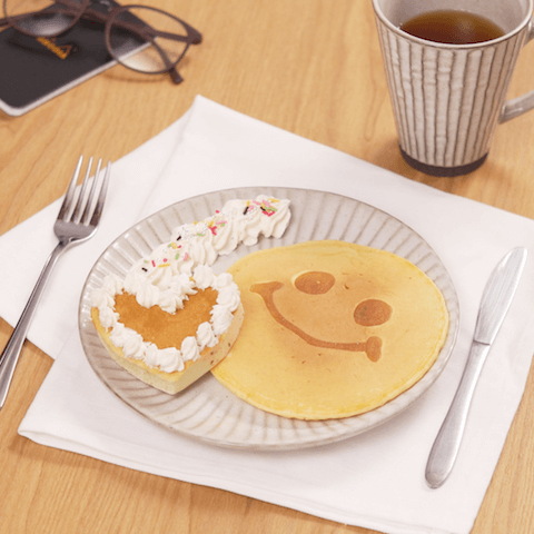 おうちカフェタイムに♪「パンケーキアート」の簡単レシピ