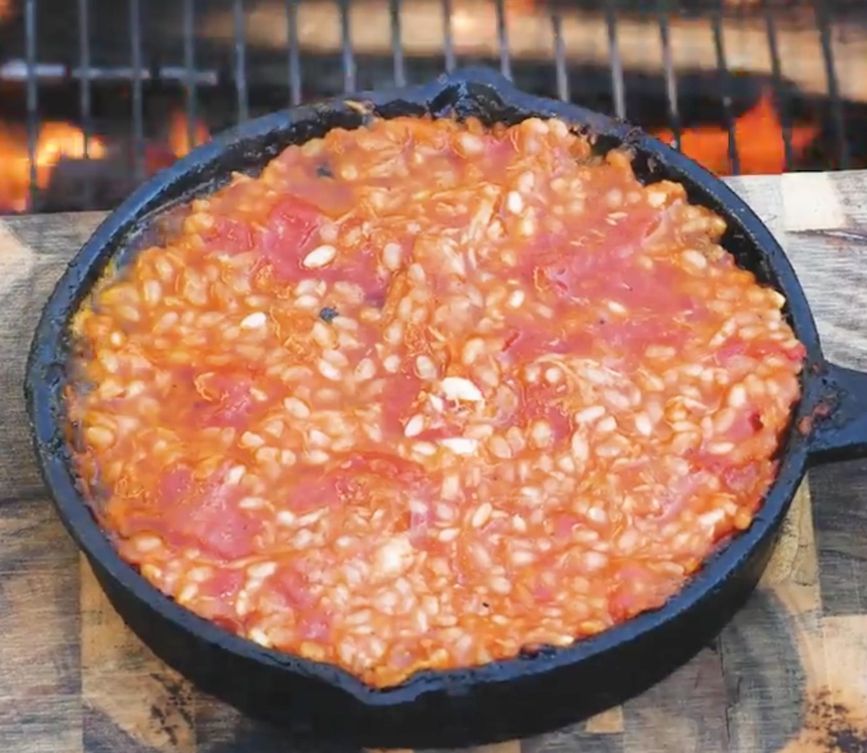 キャンプ飯を極める!スキレットと缶詰で作る絶品料理3選