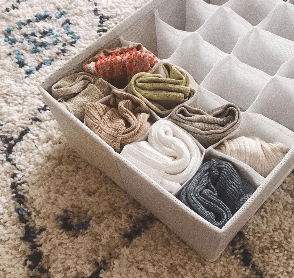 取り出しやすさがポイント。使える便利な「靴下収納」10選
