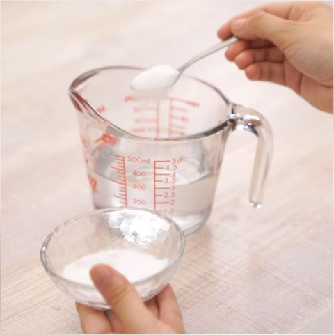 水にクエン酸を入れる