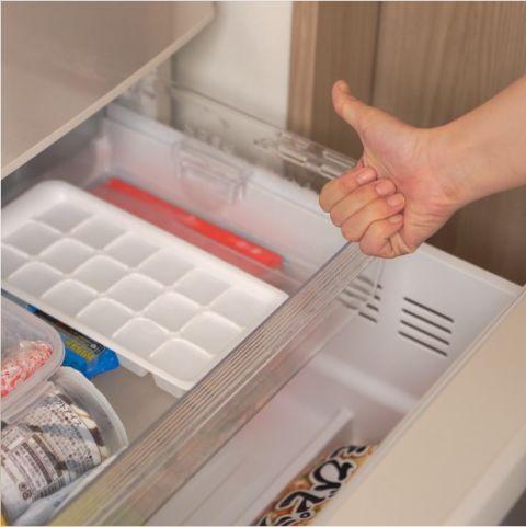冷凍庫で凍らせる