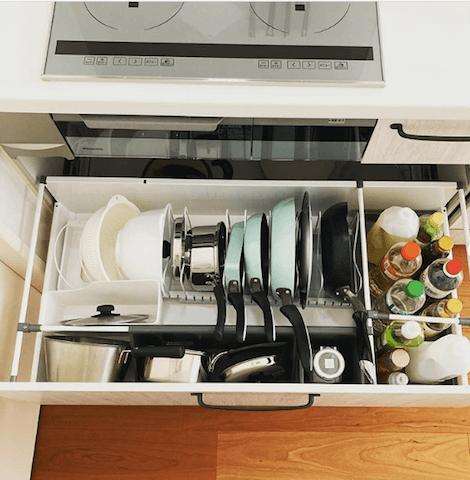 キッチンがスッキリする!フライパンの収納アイデア7選