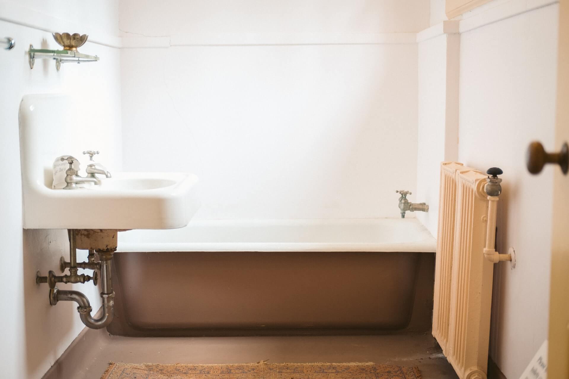 お風呂の床掃除は重曹とクエン酸が良いの?使用上の注意点も紹介