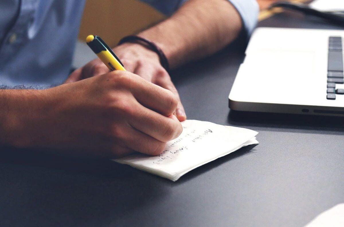 書きやすいボールペンの選び方とは?おすすめ商品も紹介