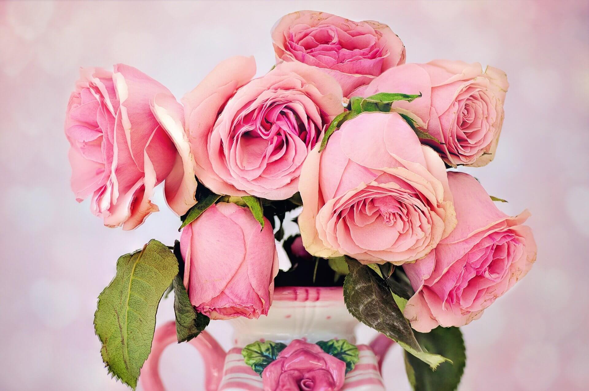 切り花を長持ちさせる方法は?しおれる原因を知り対処しよう