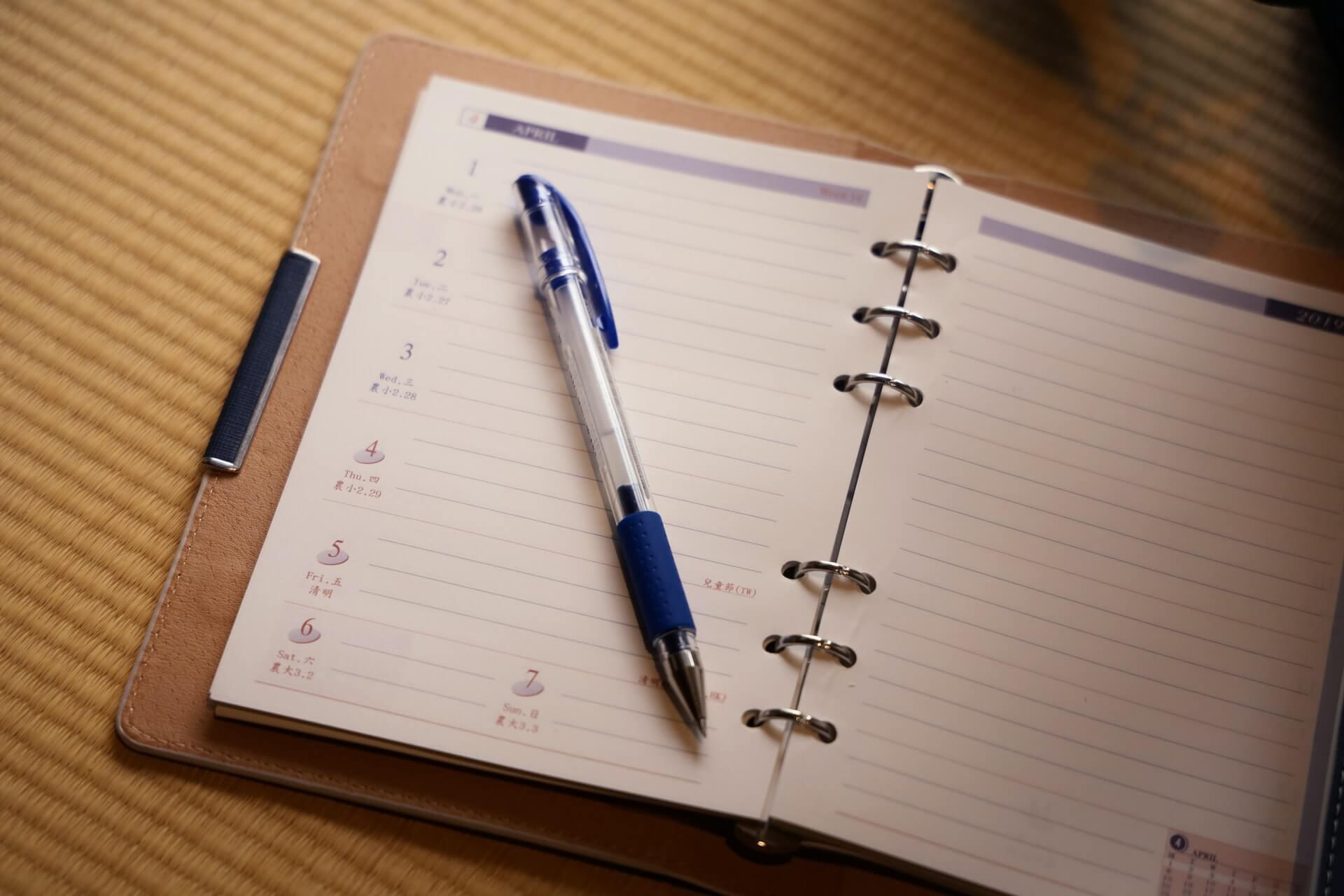 ボールペンの文字やインク汚れを消すには?素材別の消し方を紹介