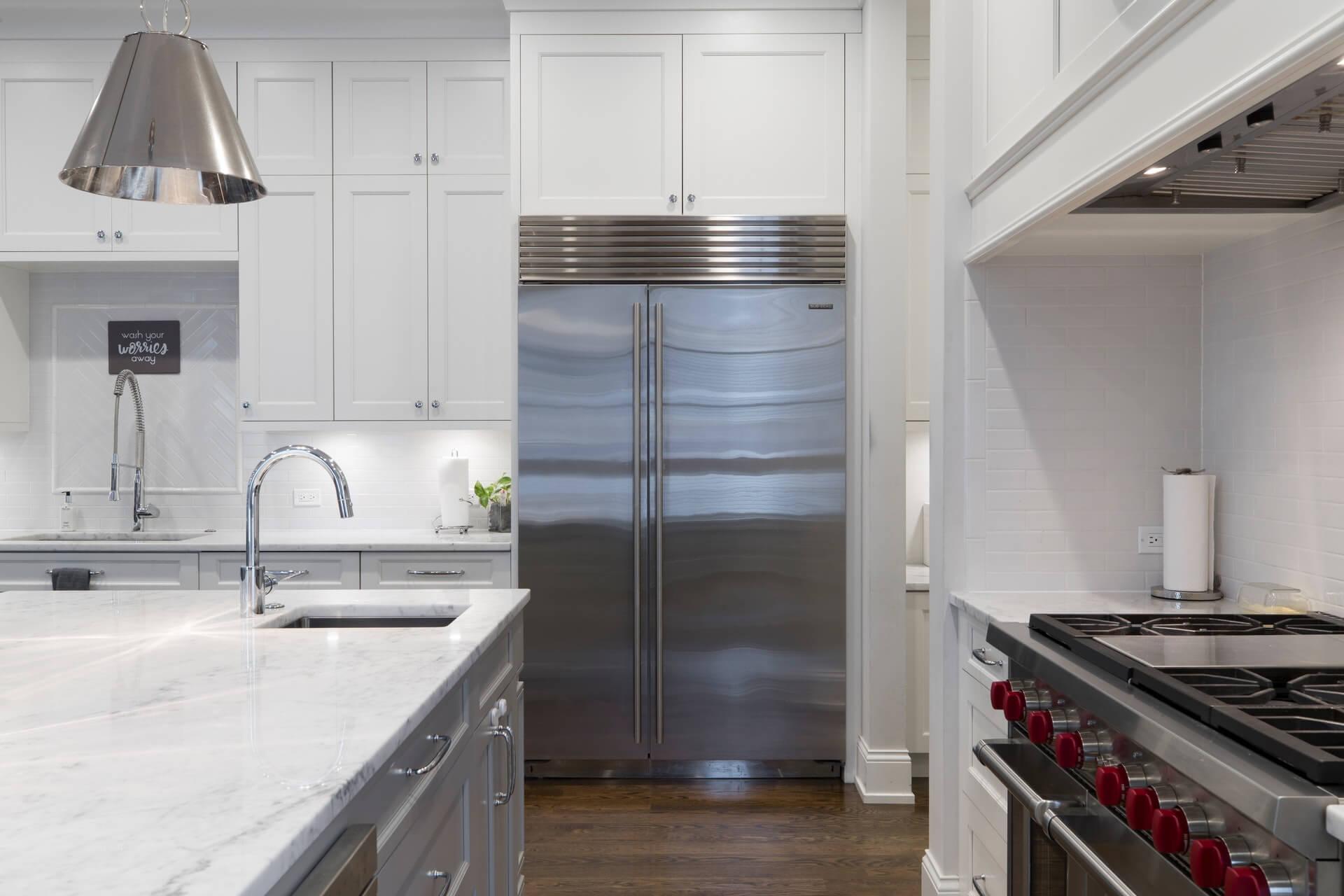 冷蔵庫のコンセントの扱い方。コンセントの位置や注意点など