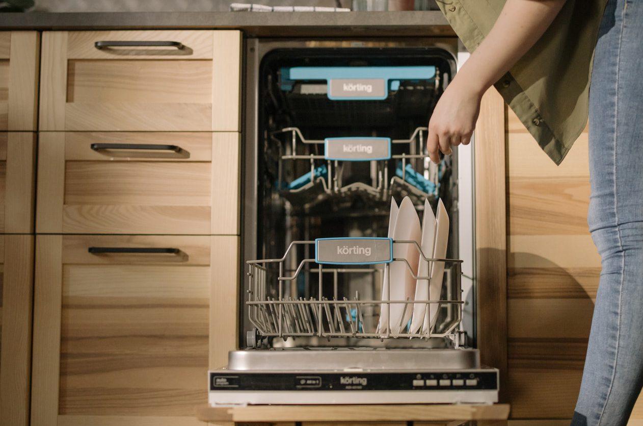 一人暮らし向け食洗機とは。種類、設置場所、おすすめの商品を紹介