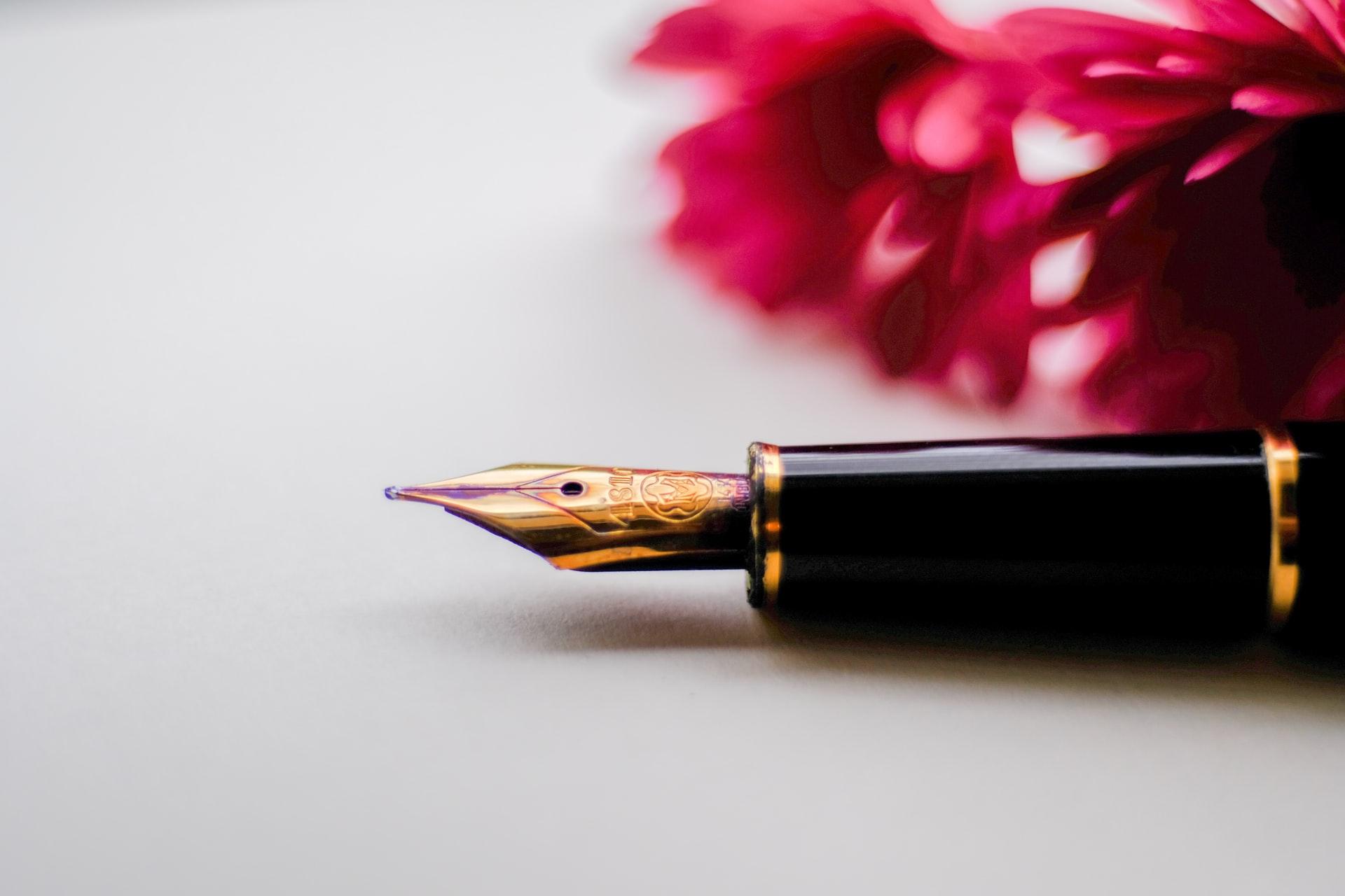 万年筆の基本の持ち方と書き方のコツ。初心者向けのおすすめも紹介