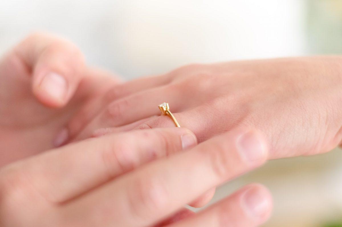 指輪のおしゃれな付け方。種類や形状、おすすめ商品も紹介