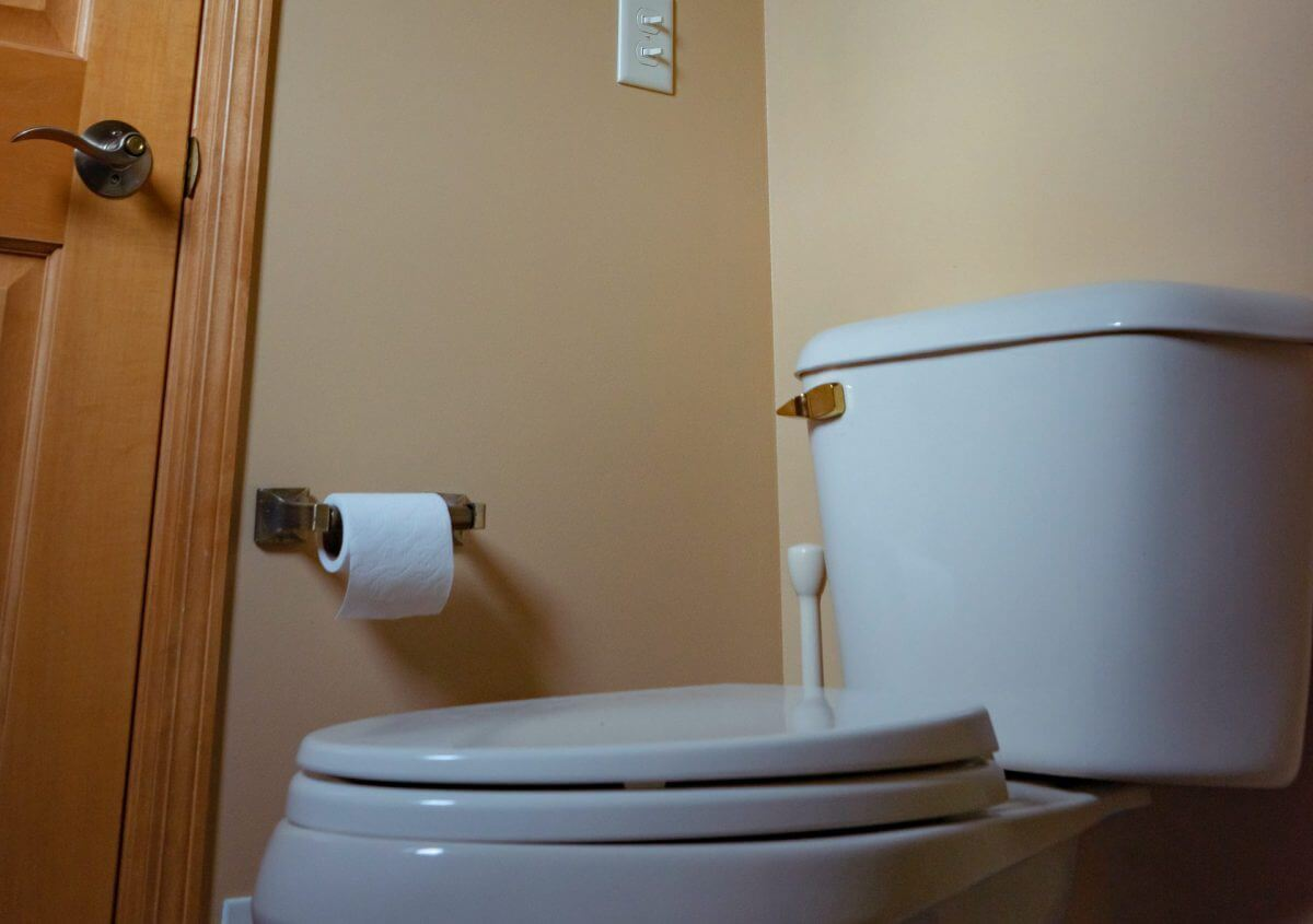トイレの汚れをキレイに落とすには?予防策やおすすめの洗剤を紹介