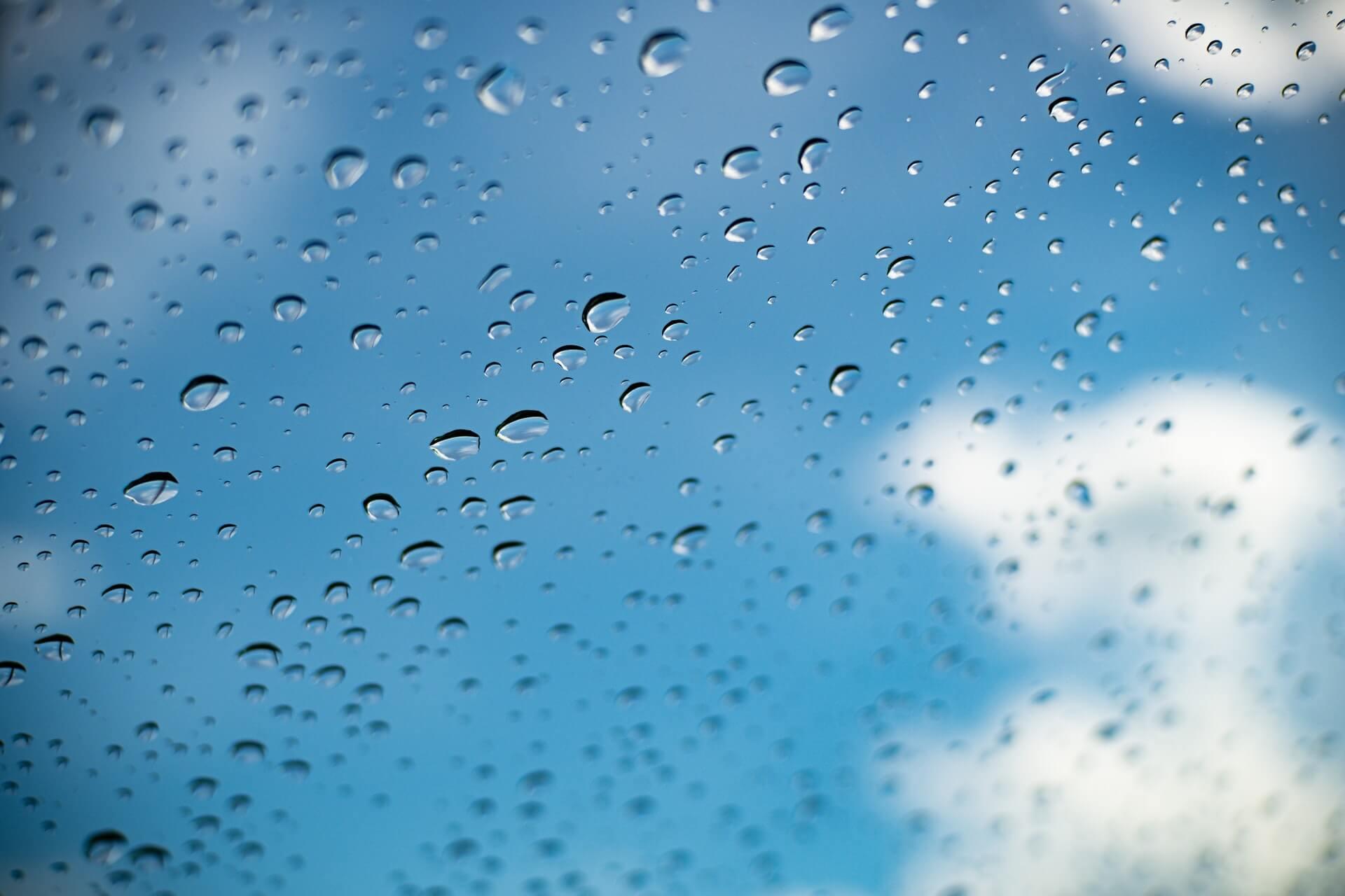 ガラスの水垢をきれいに落とすには?原因や水垢を落とす方法を紹介