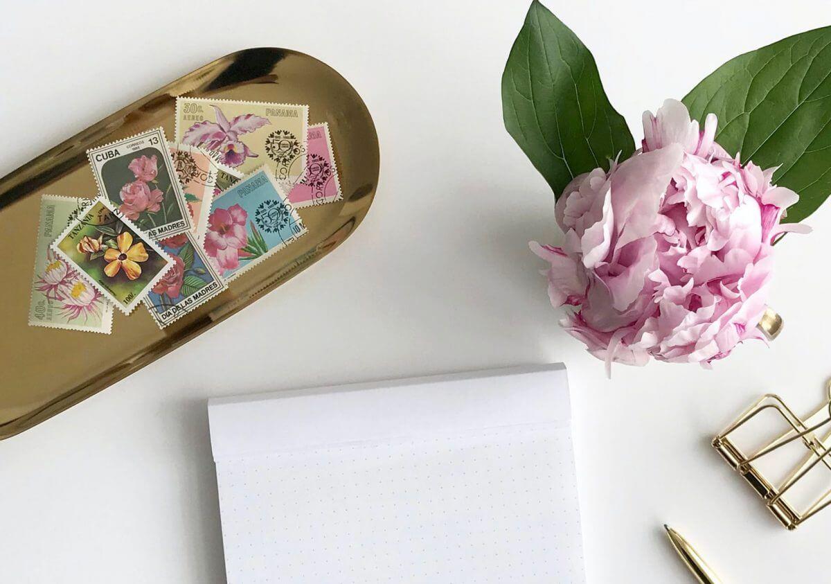 手紙に貼る切手の正しい位置はどこ?横長封筒と縦長封筒に分けて解説