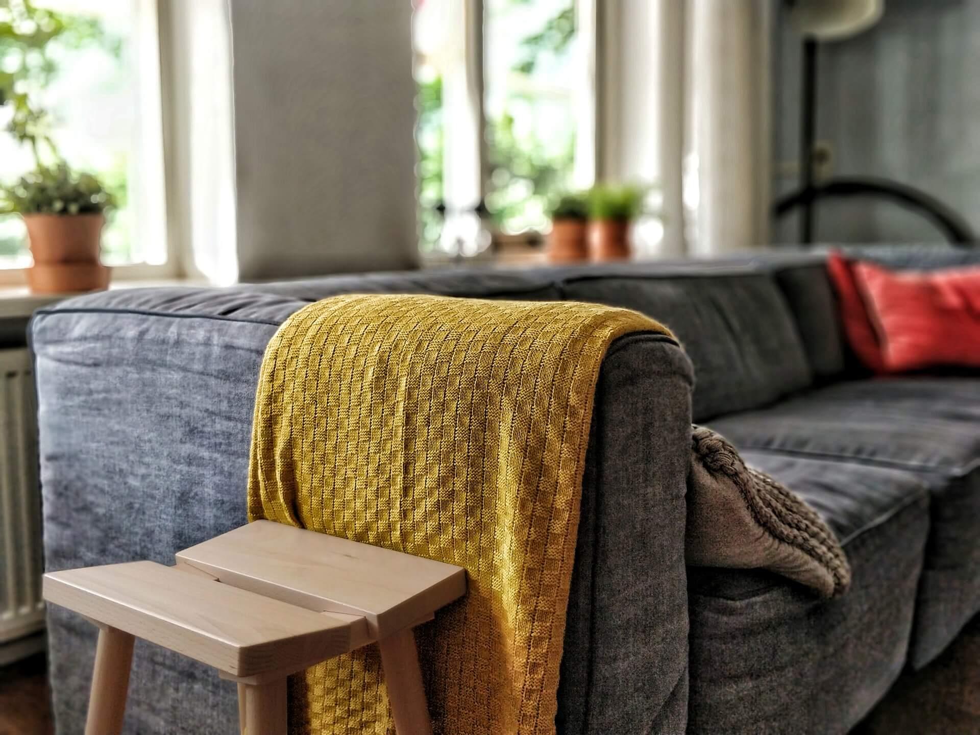 ソファーの汚れ落としはこれで完璧!布製から合皮まで素材別に解説