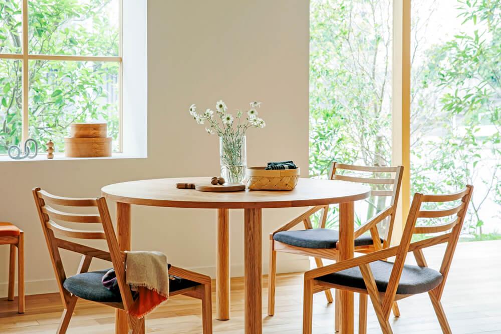 実は大切なテーブル選びのポイント。オイル塗装とウレタン塗装の違いとは?