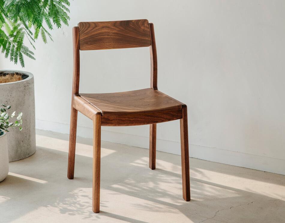 サイズを考えてもっと快適に。ダイニングテーブルにぴったりな椅子の選び方