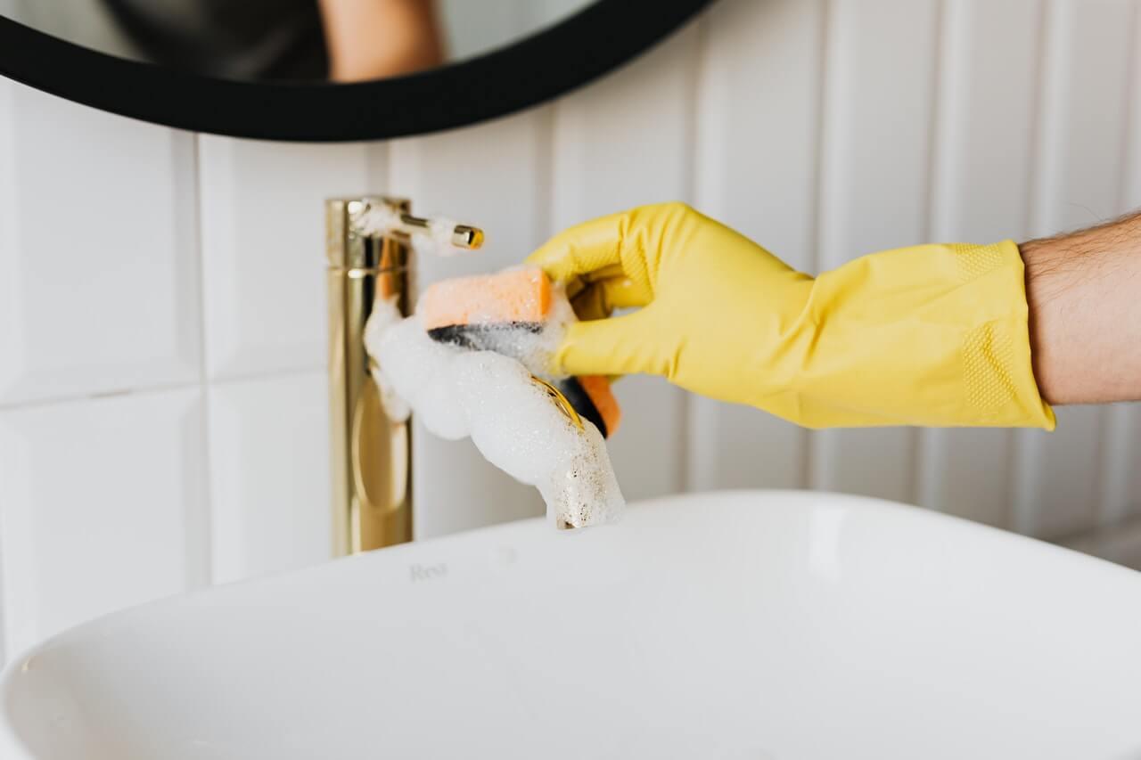 面倒な風呂掃除を楽にする方法とは?楽できるグッズもチェック