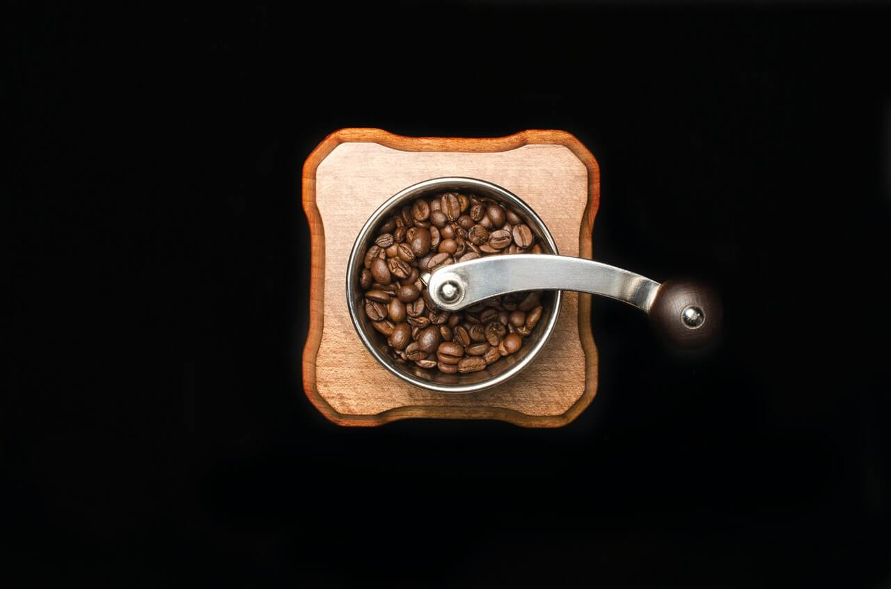 コーヒーミルはどう選べばいい?手動、電動の特徴やおすすめ商品も