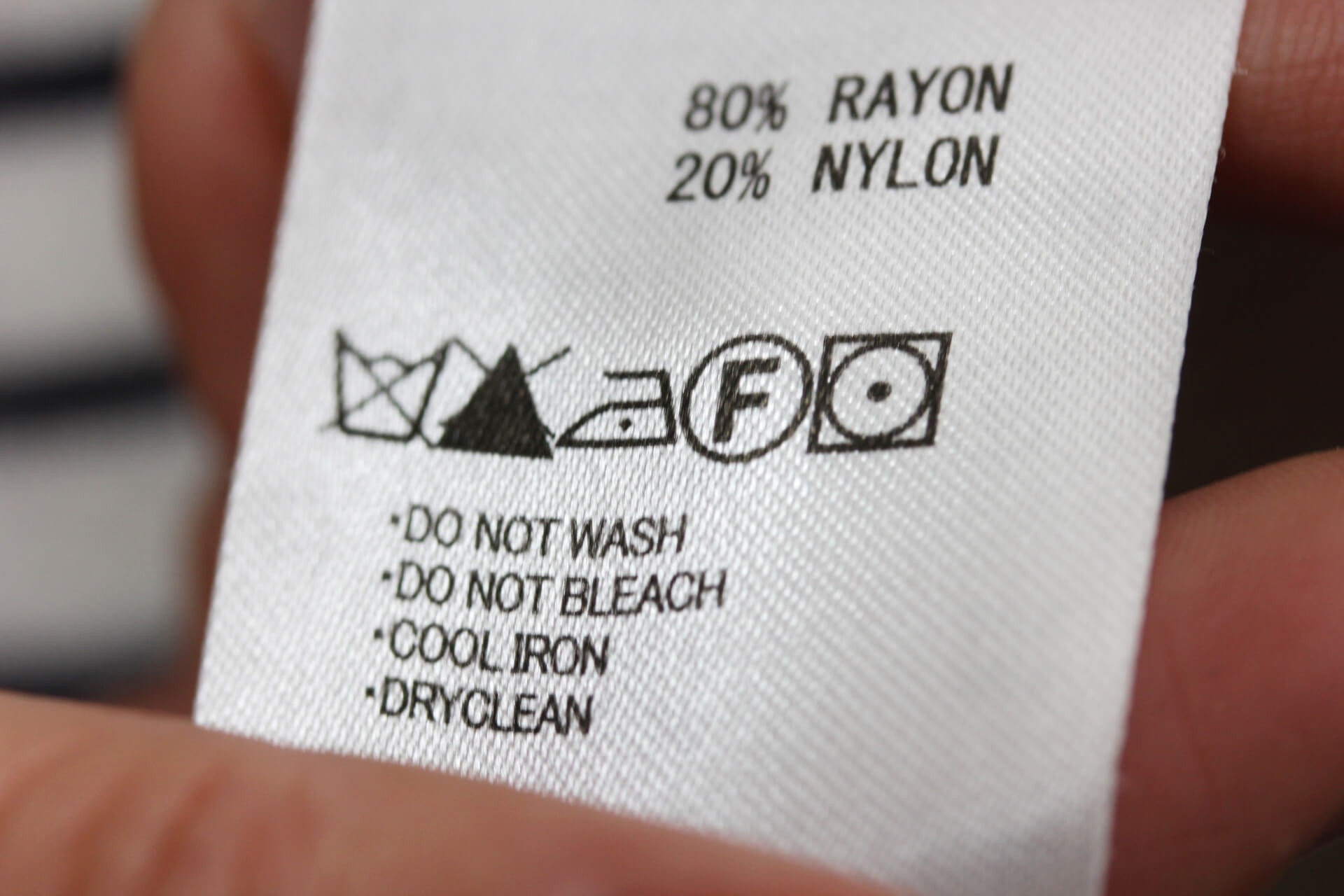 ジャケットの洗濯は自宅で可能?基本の洗濯方法やダウンの洗い方も