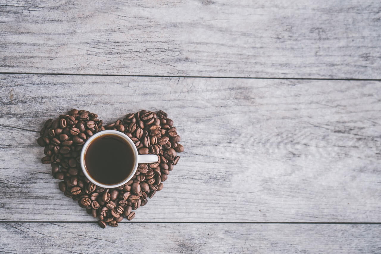 コーヒーのブラックと無糖の違いは?上手な入れ方やコーヒー粉も紹介
