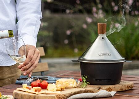 自宅で燻製を楽しもう!庭先やベランダで使える、初心者におすすめの燻製器は?
